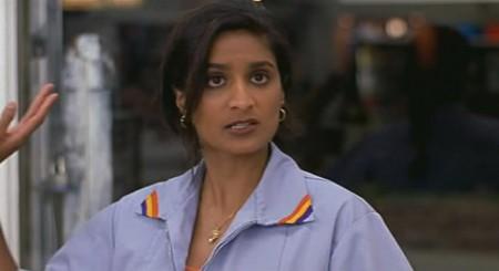 Четверг - кассир индианка: И вообще мне лучше вызвать полицию