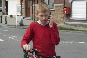 мальчик с велосипедом