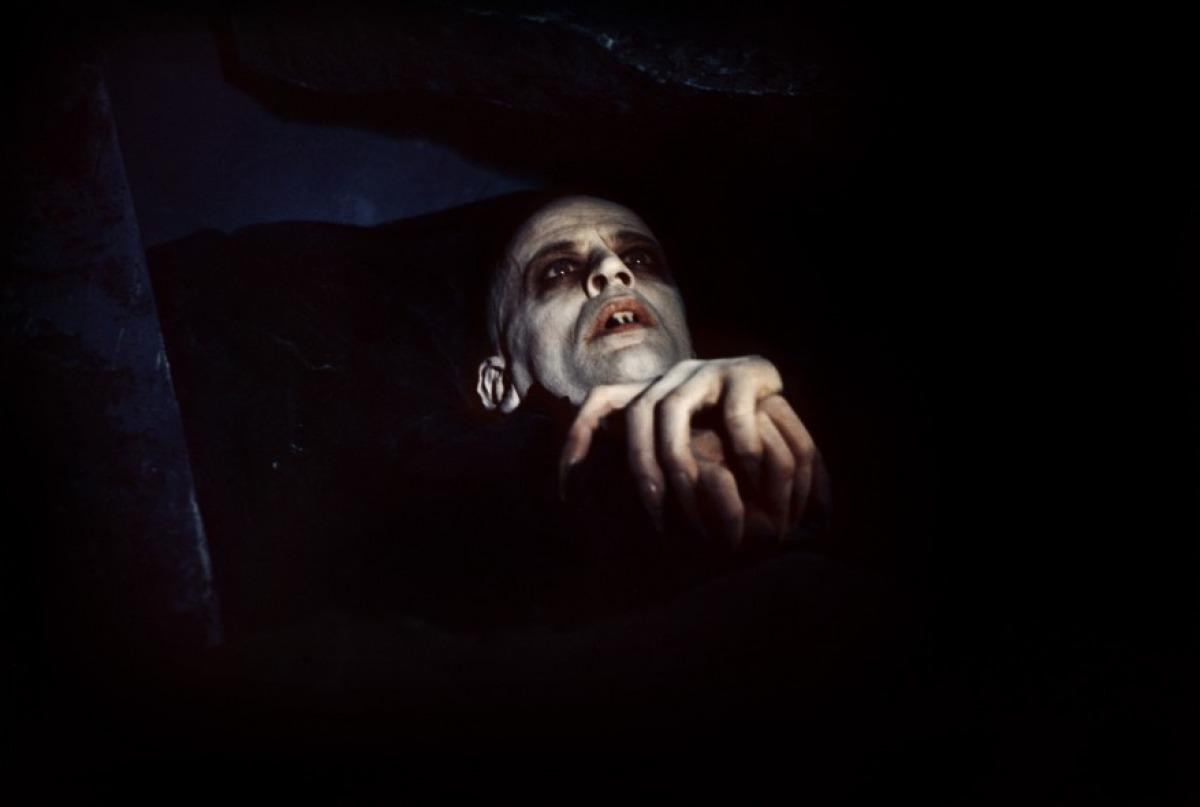 Набеги вампиров из старого склепа