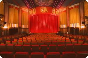 в зрительном зале театра the coolidge corner
