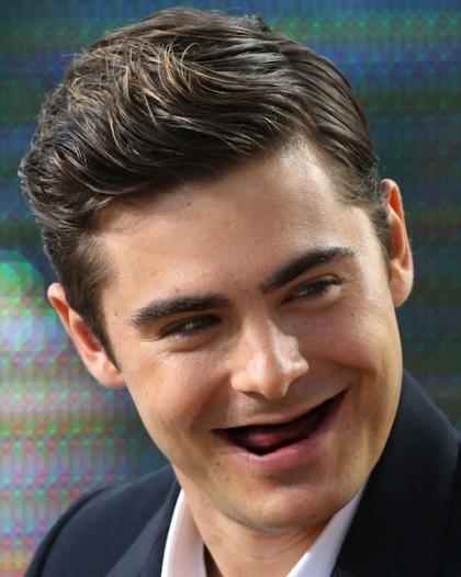 Зак Эфрон без зубов