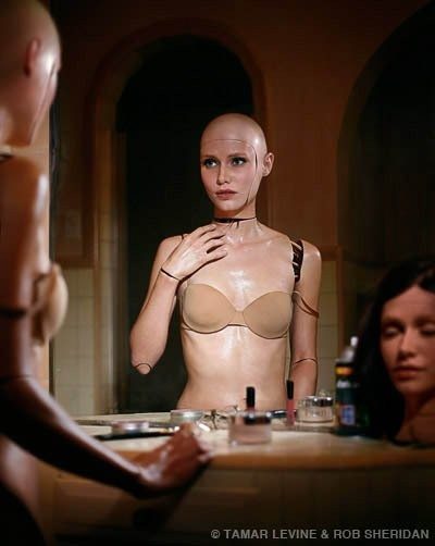 Жено-робот из фильма Из машины