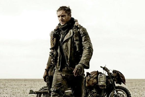 Безумный Макс (Том Харди) в пустыне