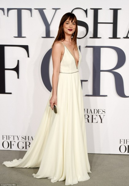 259D453600000578-2951244-Oh_my_Dakota_Johnson_was_happy_to_show_off_her_lithe_physique_in-a-81_1423769316664