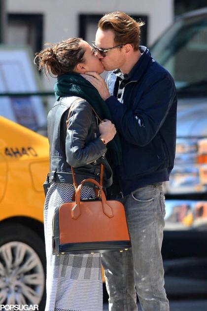 Michael-Fassbender-Alicia-Vikander-Kissing-NYC