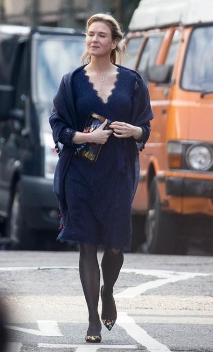 Renee Zellweger spotted filming Bridget Jones in East London Featuring: Renee Zellweger Where: London, United Kingdom When: 12 Oct 2015 Credit: WENN.com
