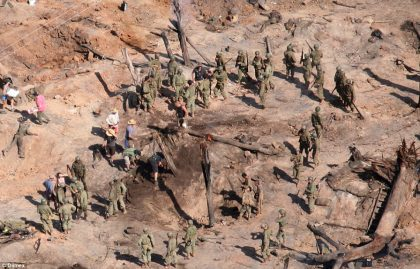 2DEE268700000578-3296257-Real_Baring_their_rifles_a_number_of_shots_showed_the_extras_in_-a-13_1446193734787