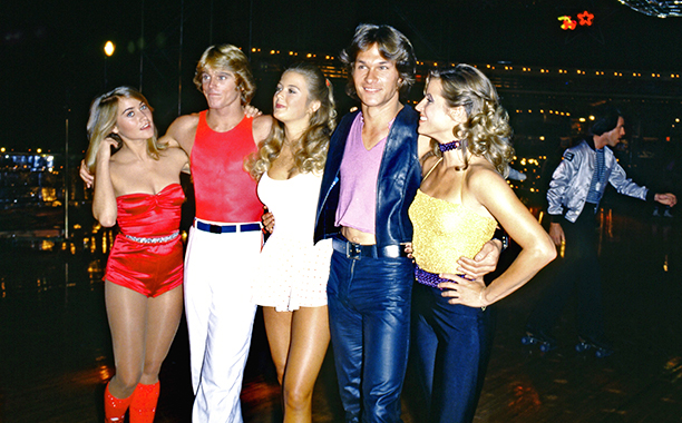 LOS ANGELES - OCTOBER: Left to Right Maureen McCormick, Greg Bradford, Katherine Kelly Lang, Patrick Swayze and April Allen at the premiere party for the movie 'Skatetown USA' at Flippers roller rink, in October 1979 in Los Angeles California. (Photo by Michael Ochs Archive/Getty Images)