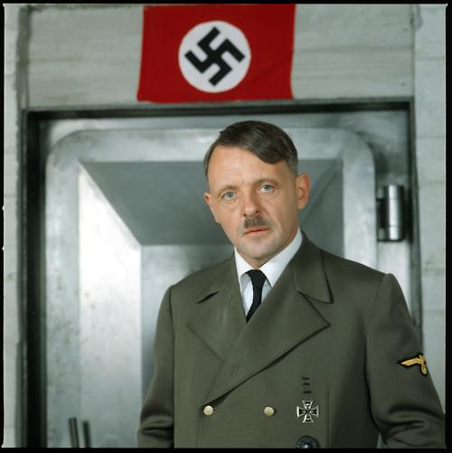 Энтони Хопкинс в роли Гитлера